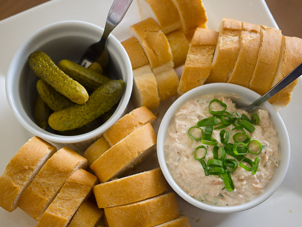 Smoked trout dip, pickled gherkins and bread