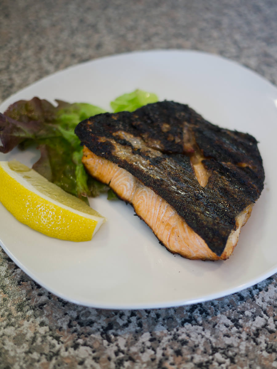 Salmon shioyaki (salted grilled salmon)