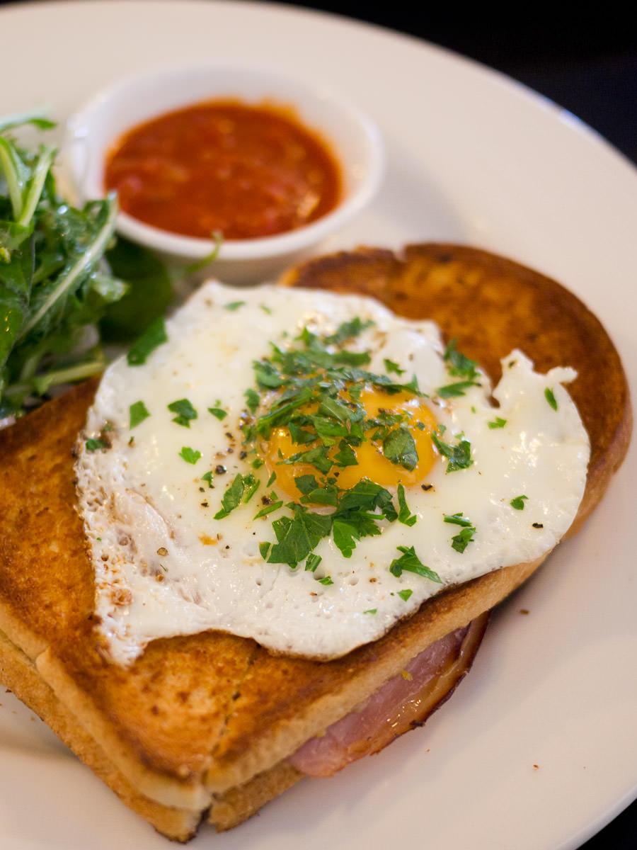 Ham, Gruyere and fried egg toastie - close-up
