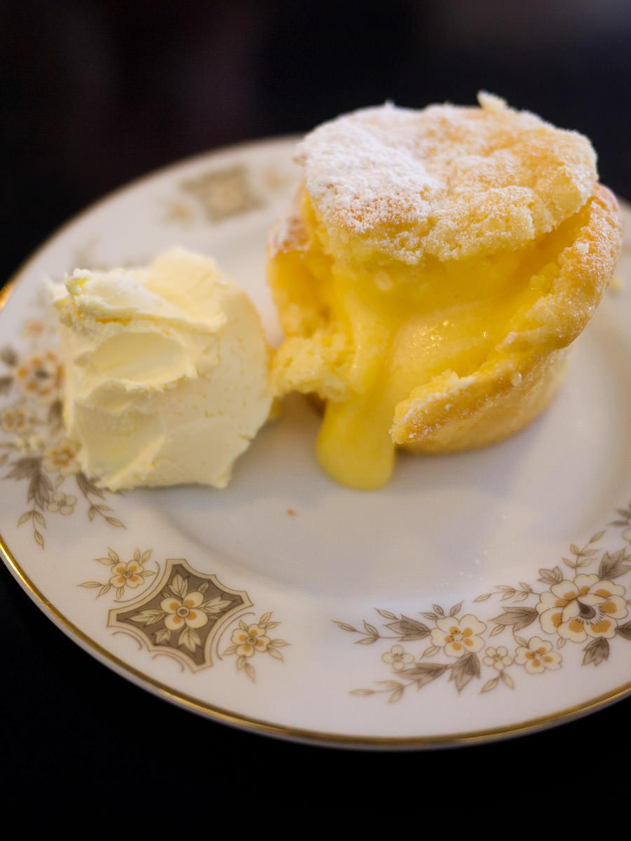 Lemon curd cake - innards