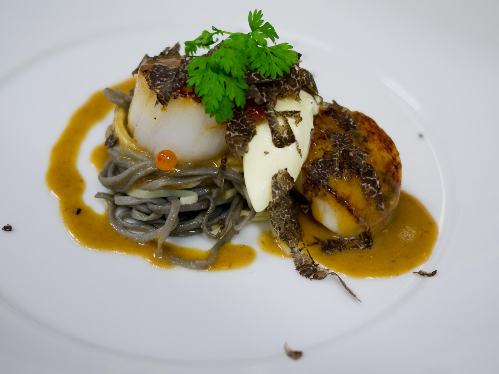 Seared scallops with angel hair pasta, creme fraiche and salmon roe