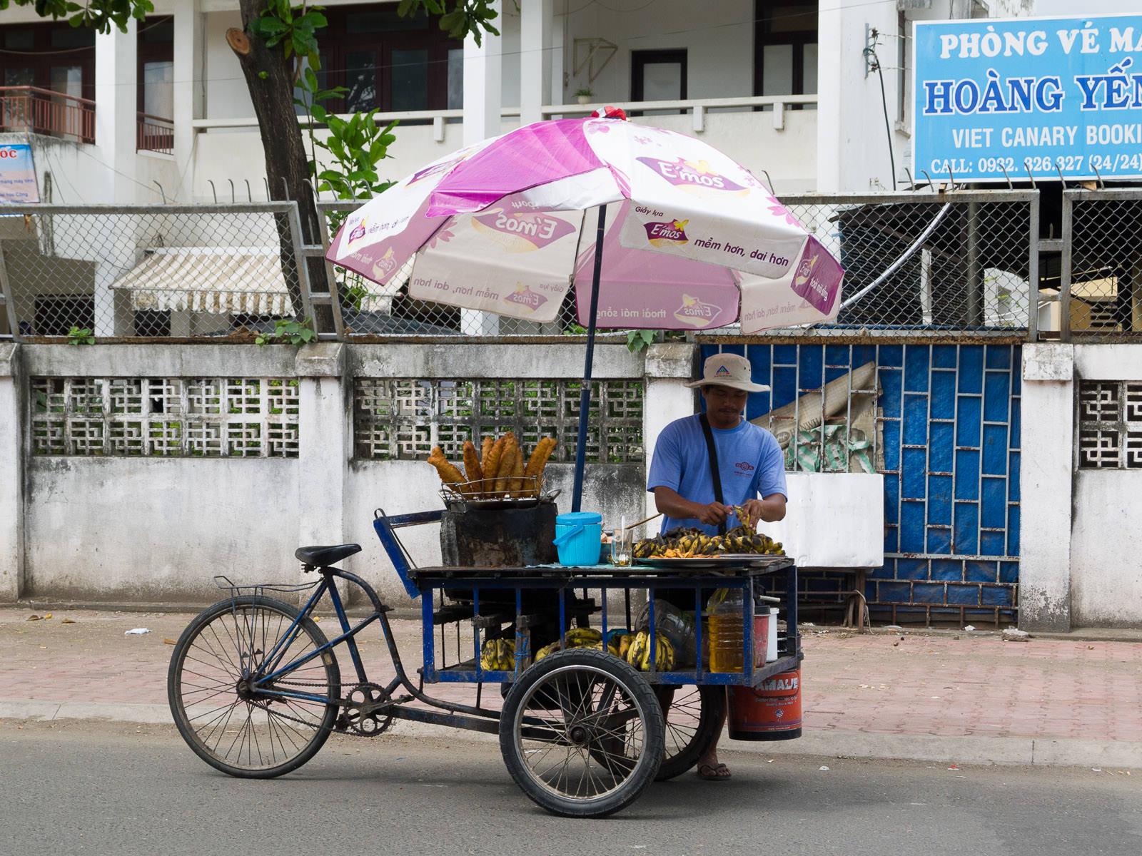 Banana fritter seller