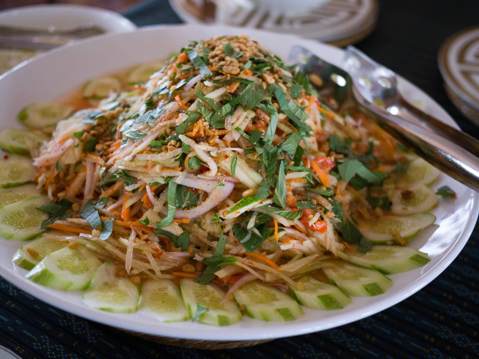 Green papaya salad with dried shrimps