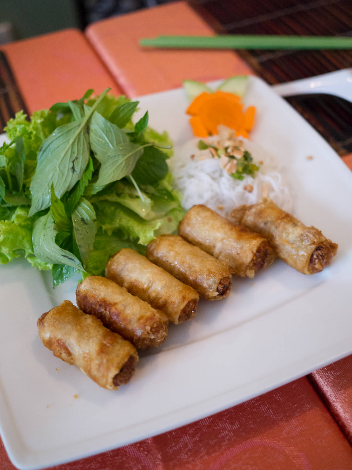 Fried spring rolls with minced shrimps and pork