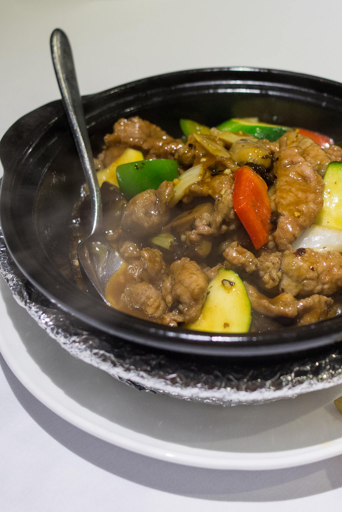 Braised beef fillets with zucchini, broccoli, mushrooms and onions in black bean sauce served in claypot (AU$22.80)