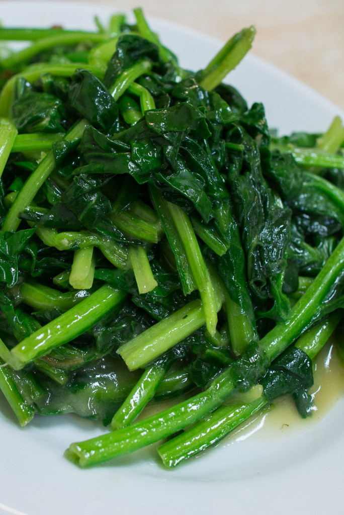 Spinach with chilli and bean curd sauce