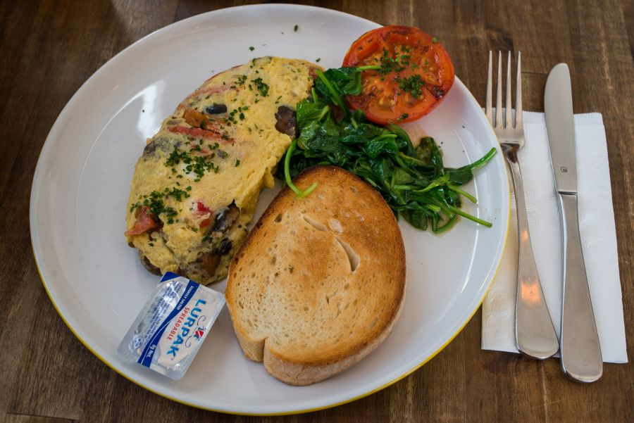 Mushroom omelette with capsicum, tomato, goats cheese and sourdough toast(AU$15.50)