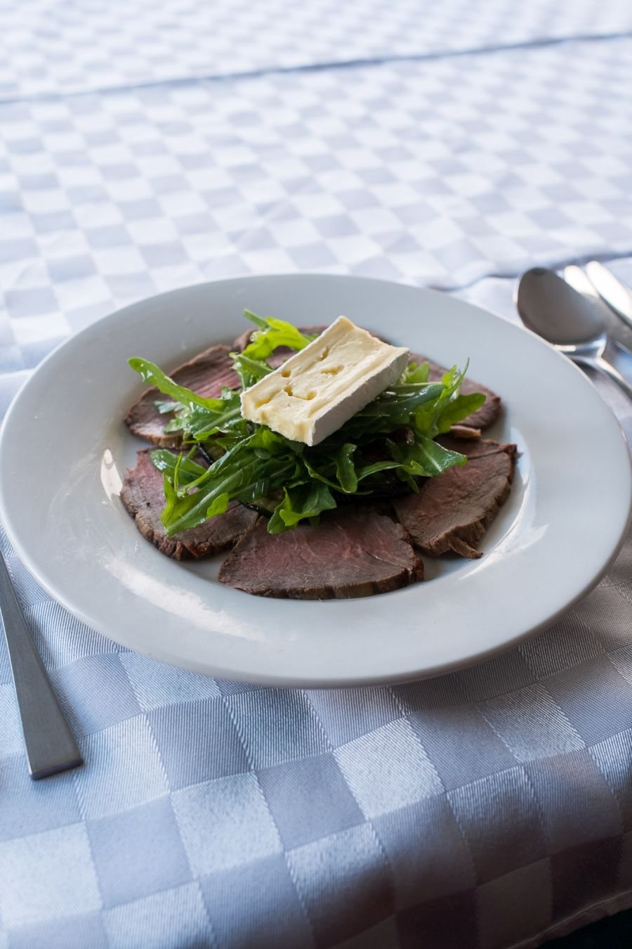 Cold roast beef with rocket and King Island brie