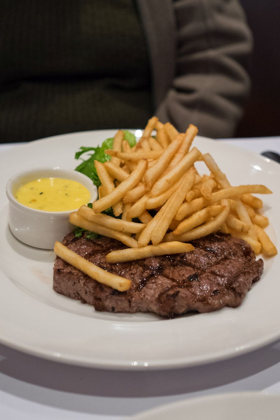 Sirloin steak, frites, salad and bearnaise sauce