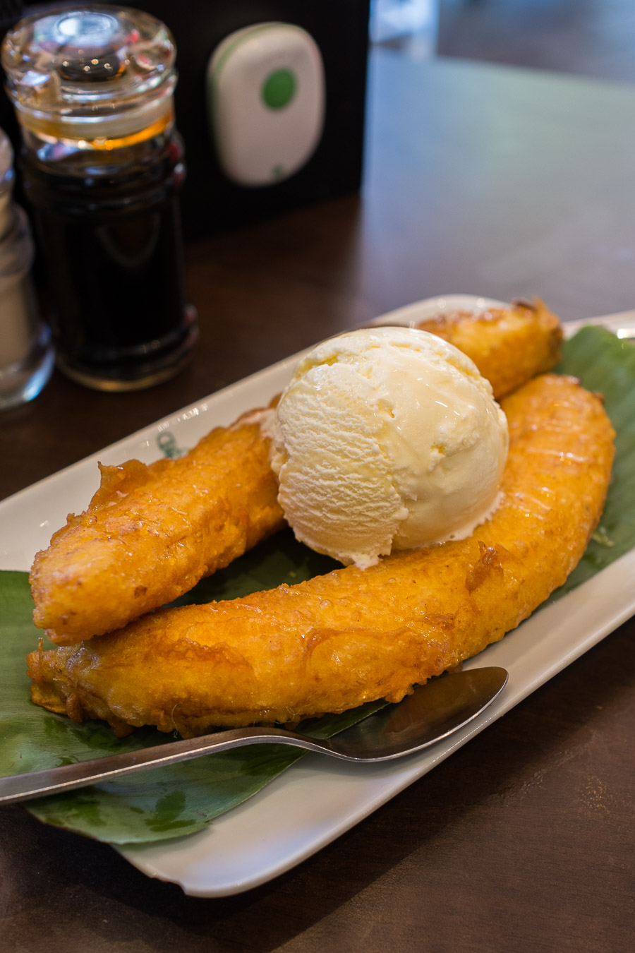 Banana fritters with vanilla ice cream (P09)