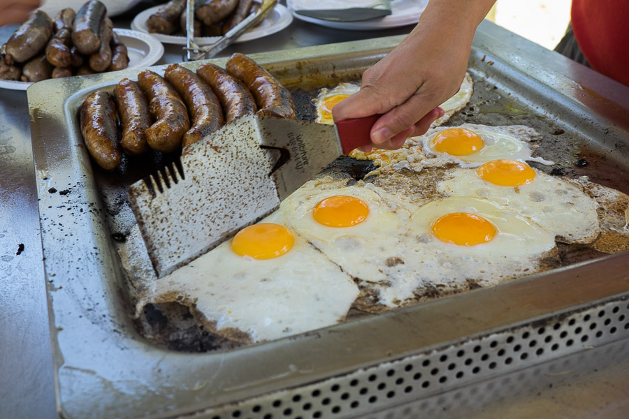 Frying eggs on the barbie