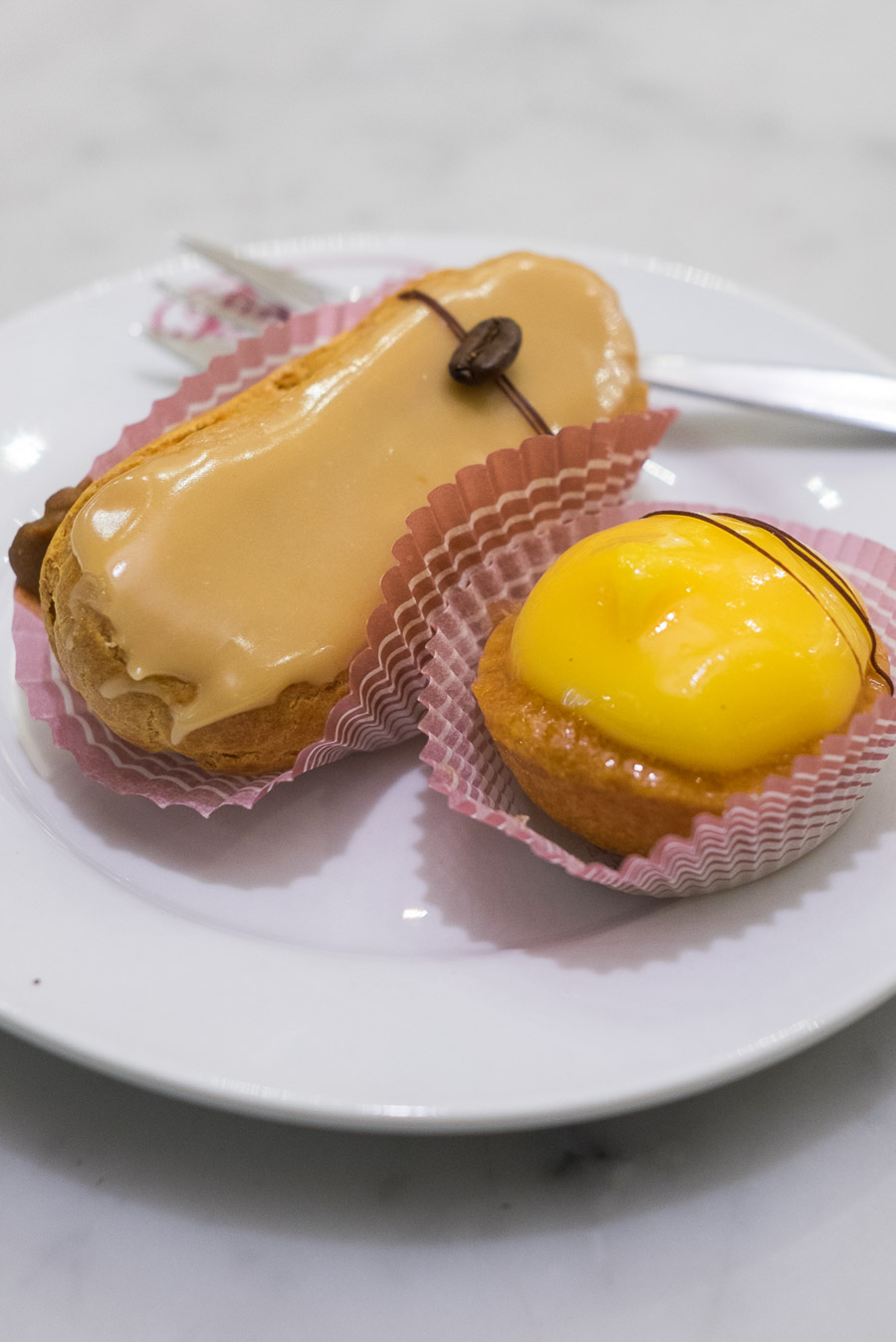 Coffee eclair and lemon tart, Brunetti